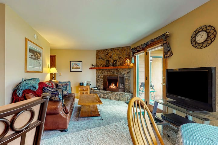 Walkable, ground-level condo w/ patio & shared hot tub - on the bus route!