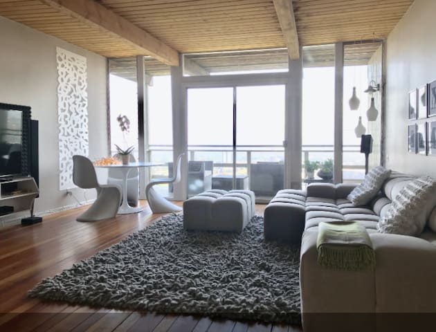 Hollywood Hills Panoramic View Home