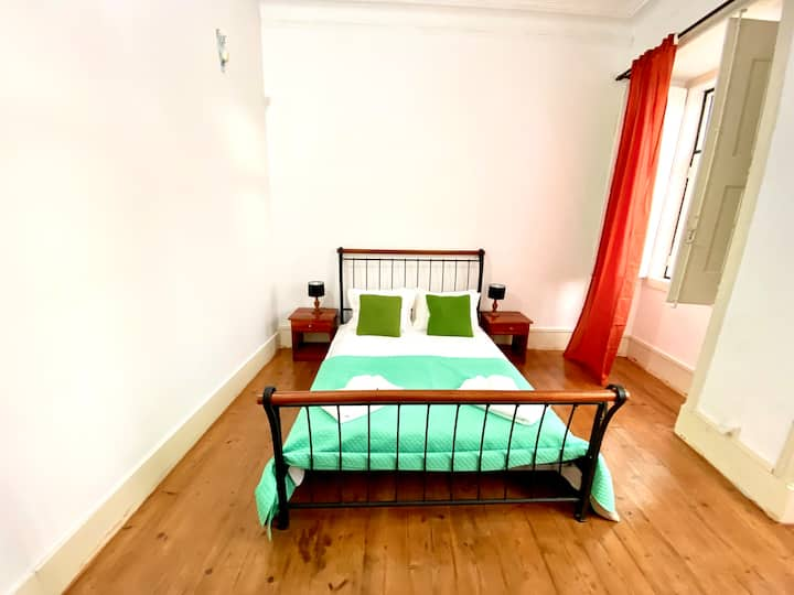 Large double Room at City center of Lisbon