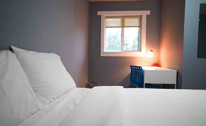 Females Only, Modern Room in Shoreline #1