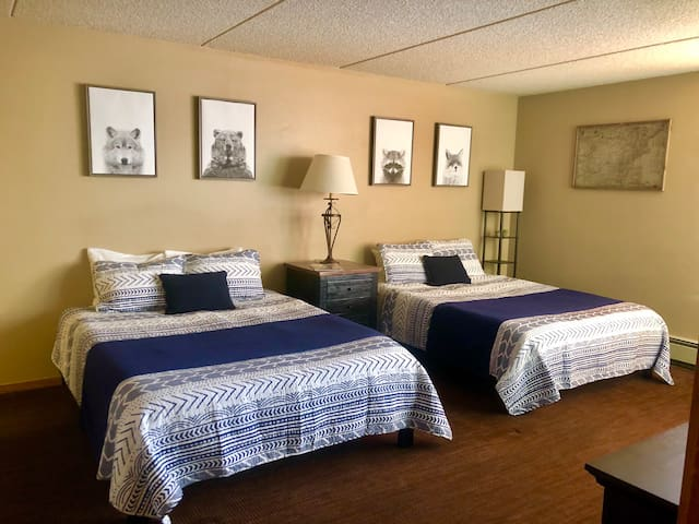 Walk 2 Lift Queen Room in Center Village- Sleeps 4