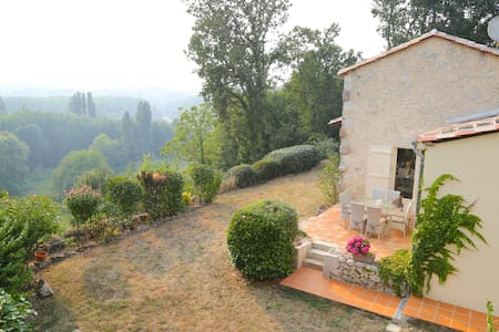 House w/spectacular views and pool! - Saint-Quentin-de-Caplong