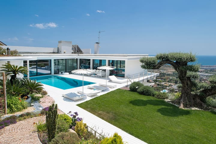 Luxurious Exclusive Villa Barcelona
