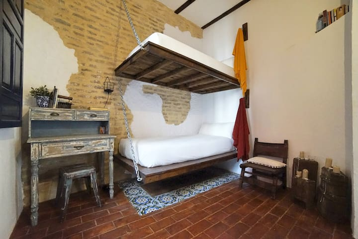 Room with Balcony in 500 year old Santa Cruz house - Sevilla - Dům