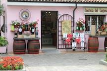Vendita Vini locali Local Wines shop