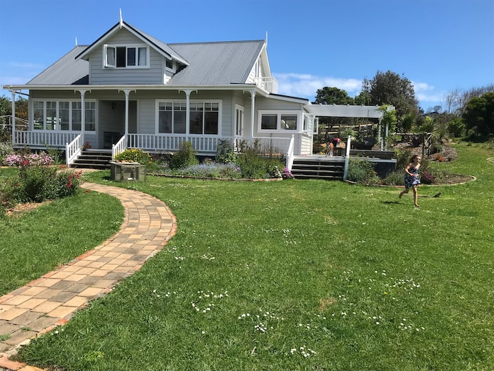 Sunny country villa 5 mins to Muriwai Beach
