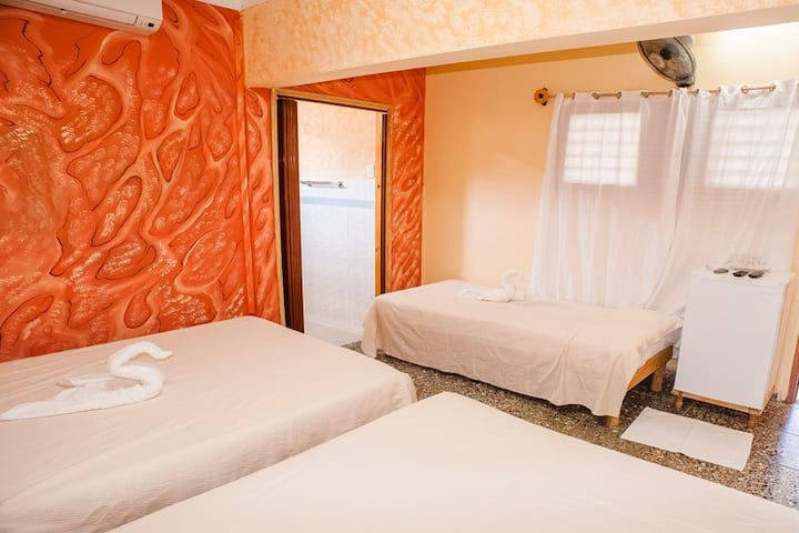 !*Spaceous house to stay in Varadero Beach A1*!