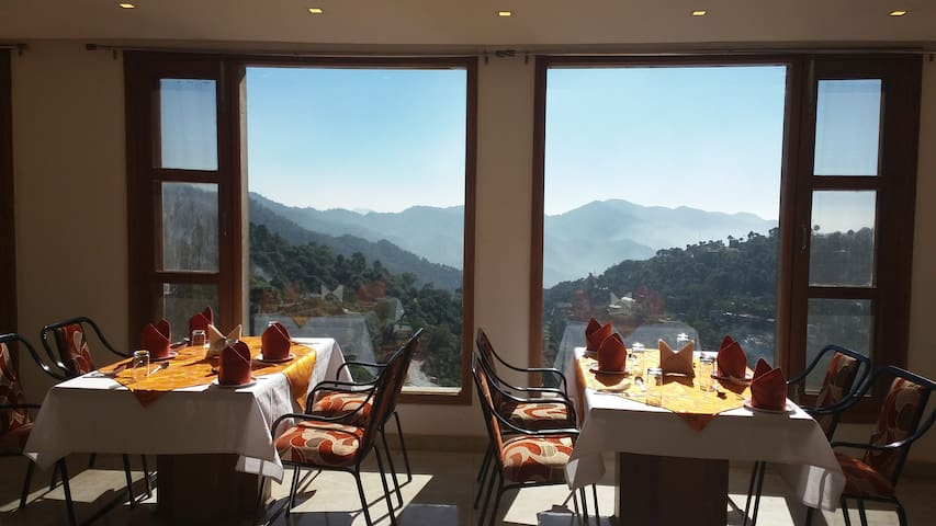 Luxurious private room with balcony - Solan