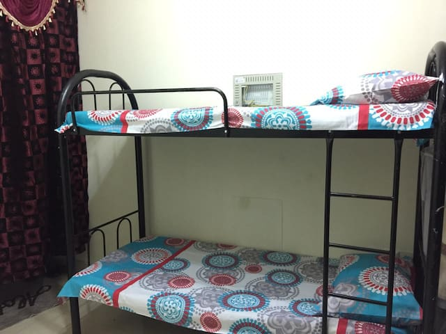 Bed Space at Prime Location (Male only)