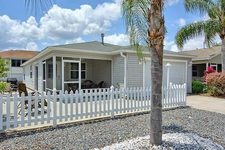 2br ALL tile villa w/cart & grill near Lake Sumter - 村群市(The Villages)