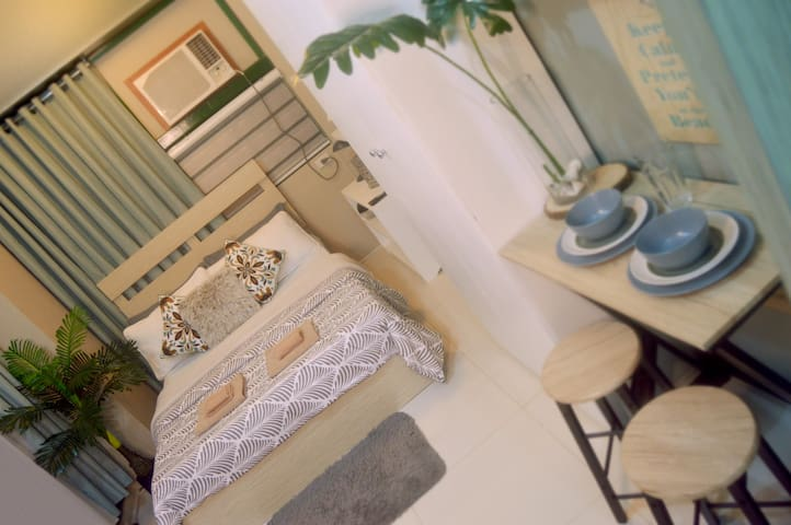 Cozy Beach-themed Studio+Queen Bed+Fully Furnished