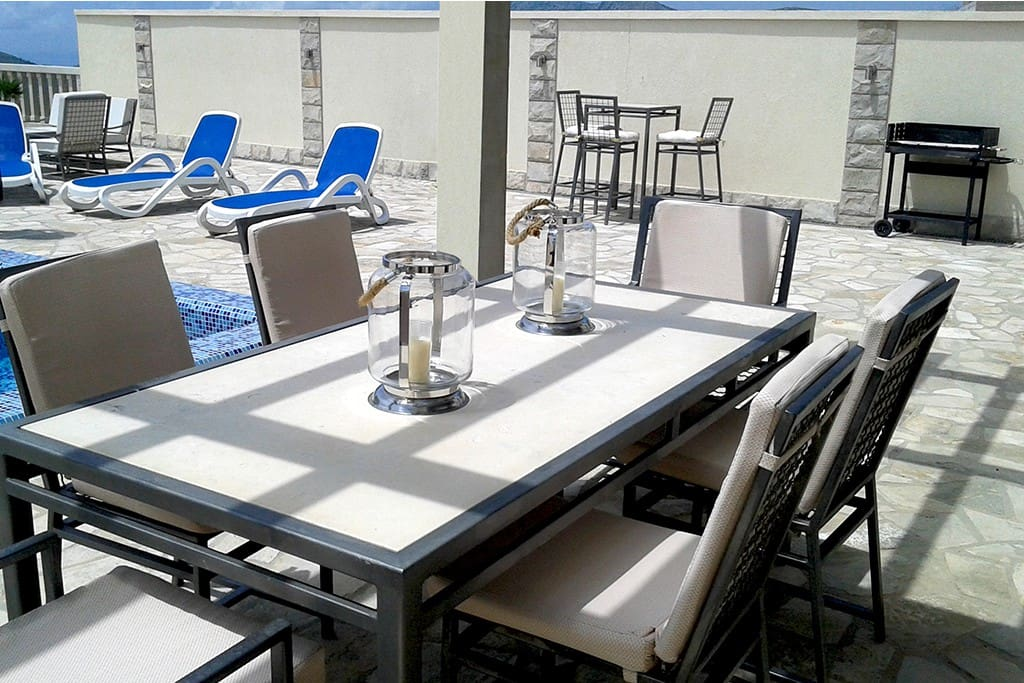 Outdoor Dining Area, Pool & Terrace