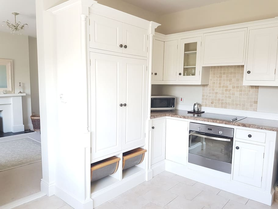 Beautiful hand painted kitchen which is fully equipped and spacious