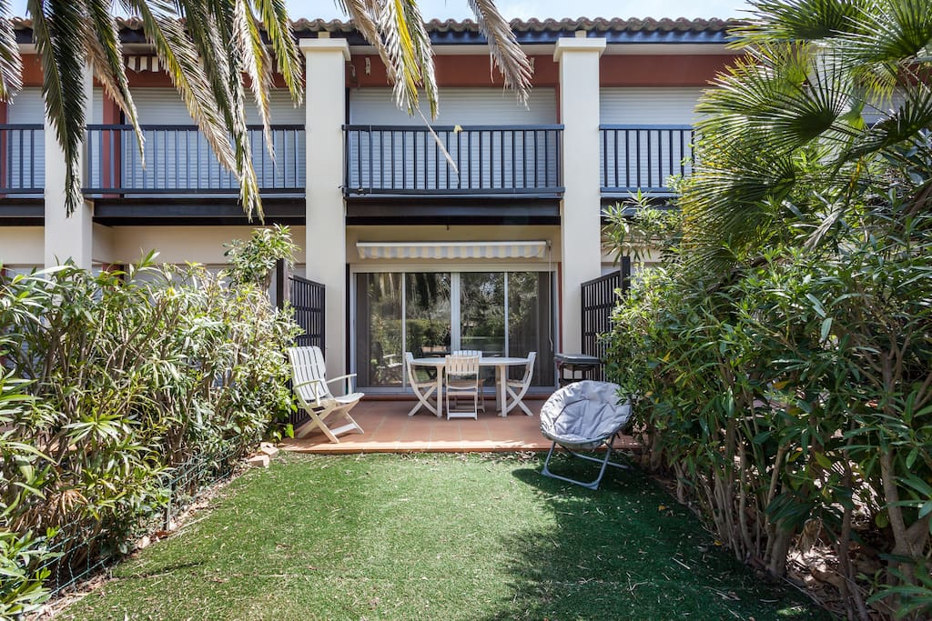 Appartement avec jardin et piscine appartements louer for Le jardin inattendu agde