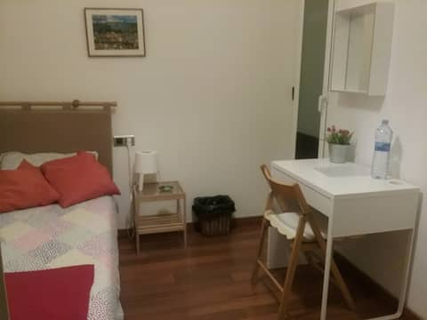 Habitación indiv. en Sabadell a 3' . Est.Ferroc.