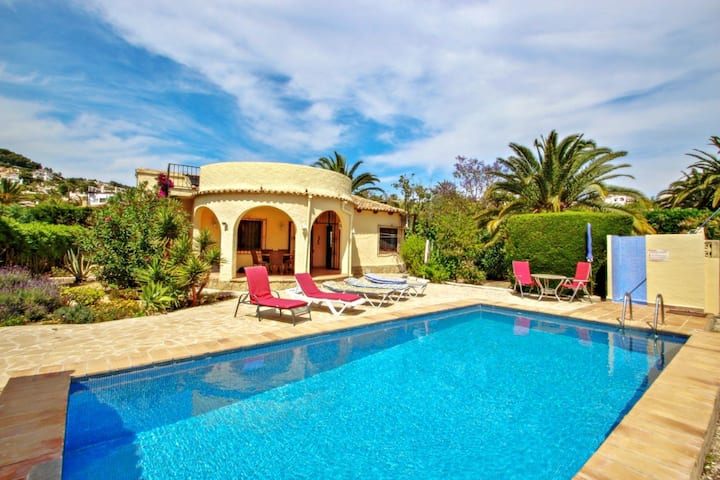 Mimosa - pretty holiday property with private pool in Moraira