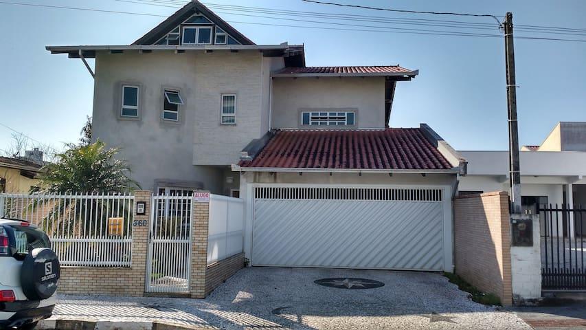 Aconchegante big house!!! - Camboriú - Casa