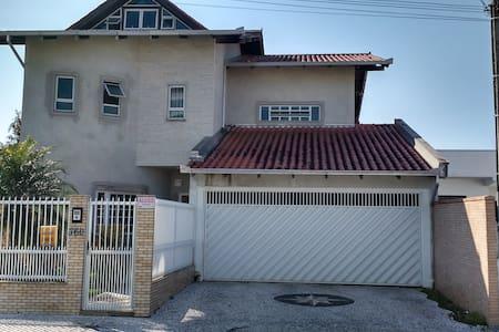 Aconchegante big house!!! - Camboriú - Huis