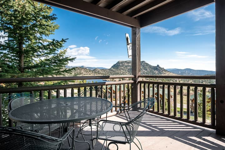Powell Peak 104 - 1 Br condo with fireplace, Marys Lake and mountain views!