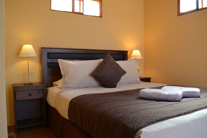 Independent  room: double bed, private bathroom