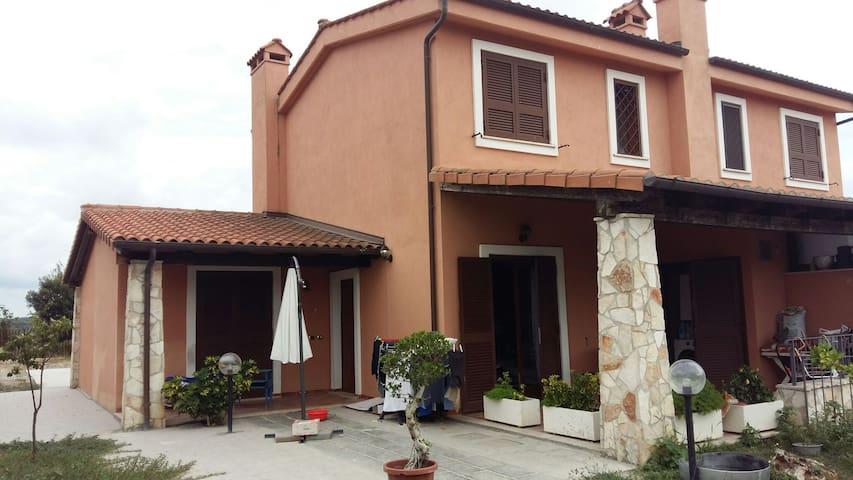 Villa in comprensorio privato - maccarese - Huis