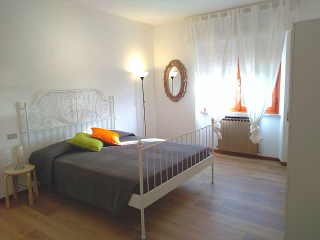 SECOND SEAVIEW BEDROOM WITH ONE DOUBLE AND ONE SINGLE BED / BABY COT