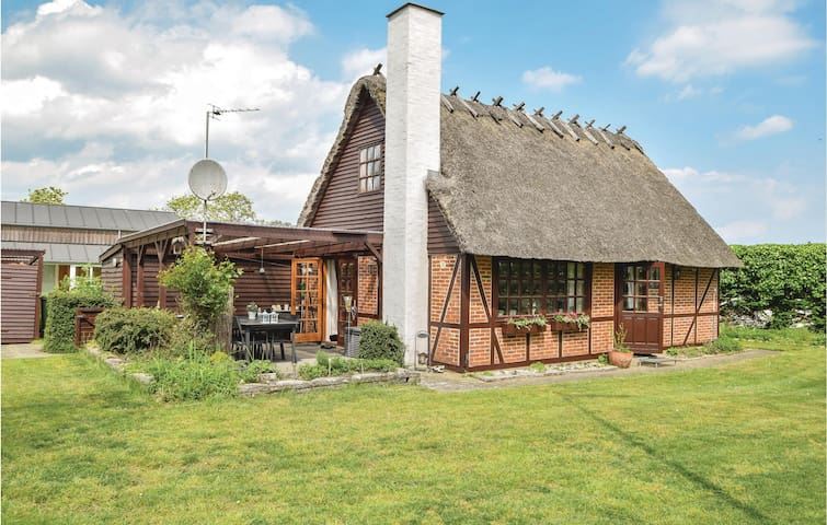 Holiday cottage with 3 bedrooms on 75m² in Juelsminde