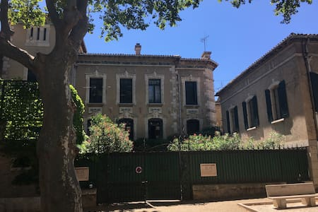A self-contained apartment next to a grand house - Fabrezan - Daire
