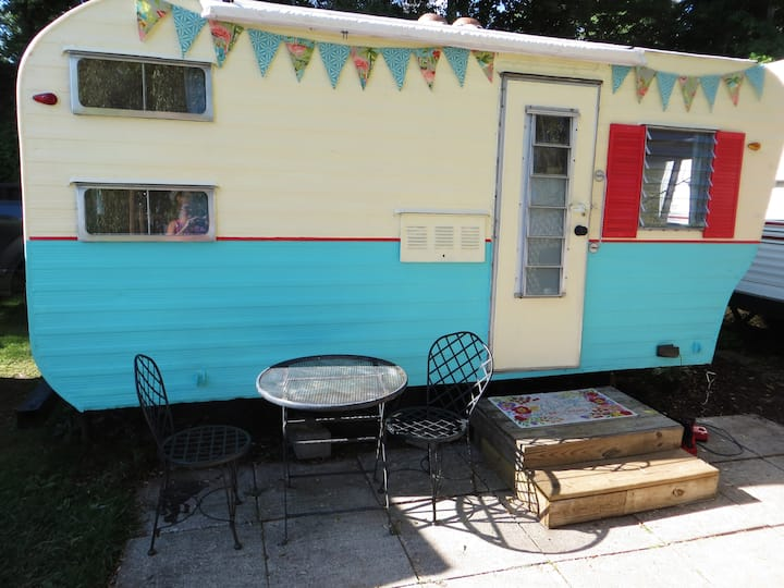 Adorable vintage flamingo camper on Blue Lake!