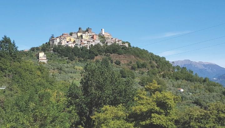 Al Castello di Bibola sulla via Francigena
