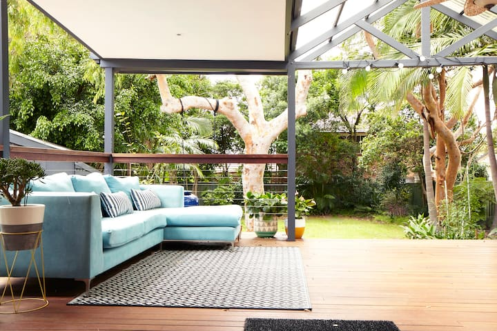 Cronulla Coastal living family home - Caringbah South - Casa