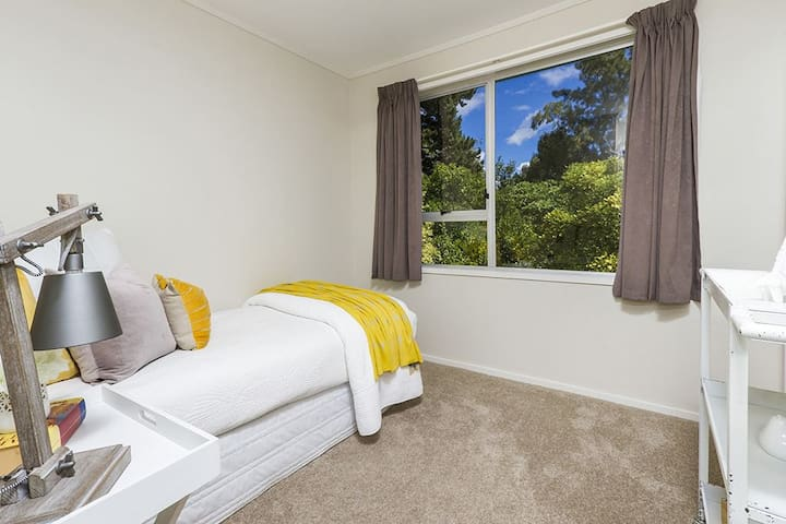 Lovely bedroom at Torbay! - Auckland - House