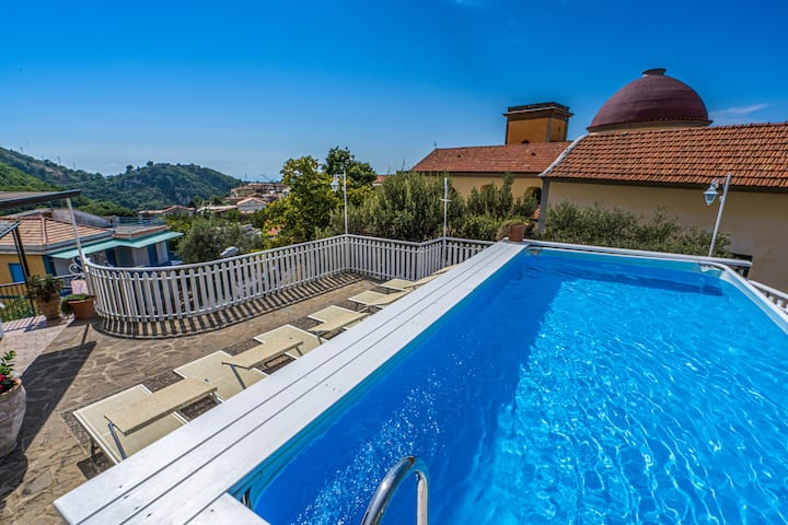 6 bedroom villa with private pool