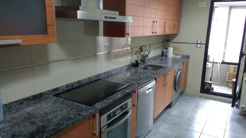 Big and cozy apartment with swimming pool, parking - Madrid - Appartement