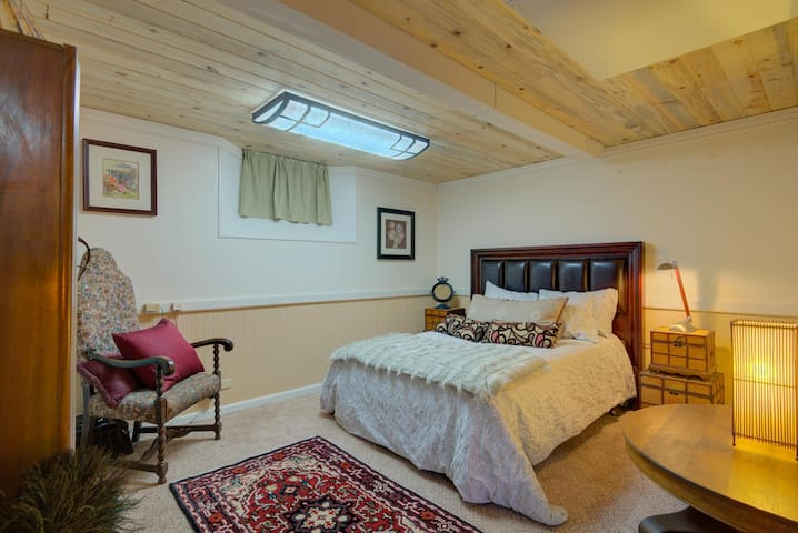 Enjoy five comfortable and luxurious bedrooms! Don't settle for a twin bed or a cramped room with shared beds when you can enjoy five separate, posh sleeping areas.