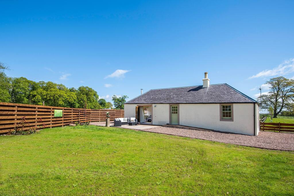 A lovely, well configured cottage with private, enclosed garden and total relaxation assured ...