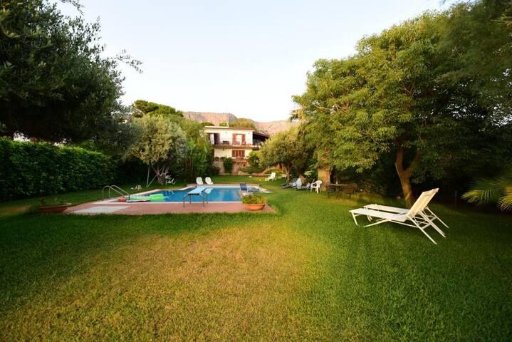 Porzione di Villa con splendida vista e piscina - Terrasini - Appartement
