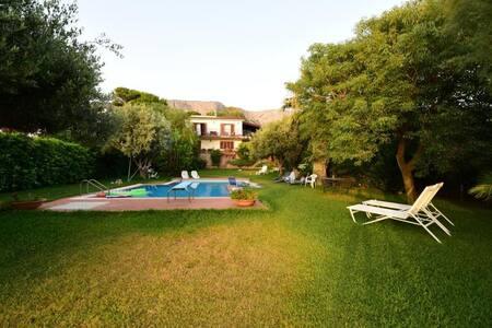 Porzione di Villa con splendida vista e piscina - Terrasini