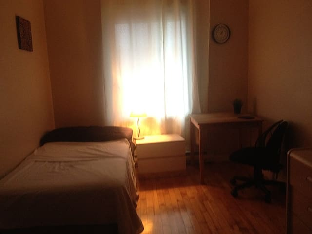 In front of Viau Station - ROOM to rent