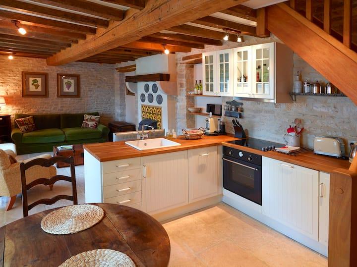 La Petite Maison 17th c Cottage, charm galore