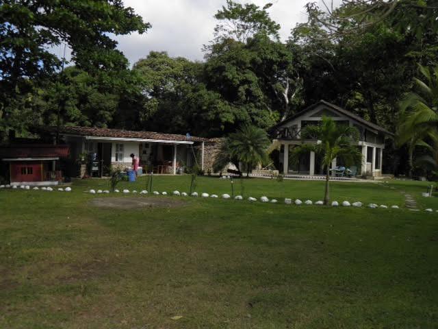 Casa de montaña con piscina a la orilla del rio - Casa