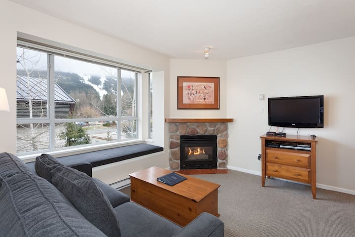 Eagle Lodge Studio with Mountain Views & Free wifi - Whistler