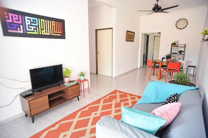 Laman Manggis, airy, bright and newly built house