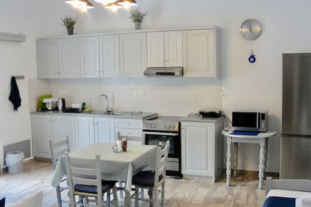 Two Bedroom Apartment For 6 (Ios Centre) Free WiFi