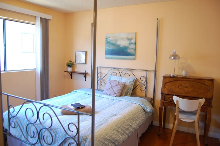 Bright 1 bedroom-Spring discount NO CLEANING FEE!