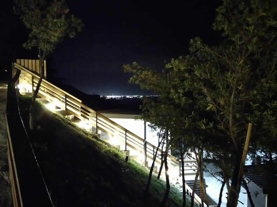 海道民宿階梯步道夜拍