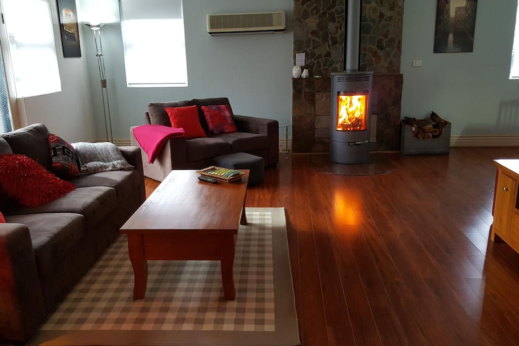 Loungeroom with open Ecofire