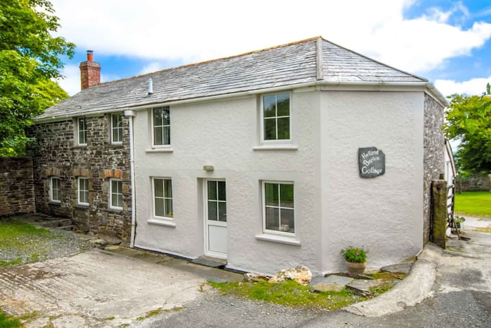 Helland Barton Cottage - Delabole near Port Isaac