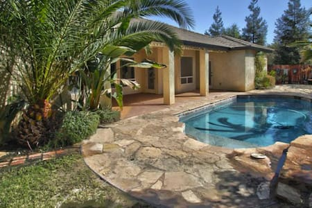 Beautiful Home (A) WiFi/TV/Pool/Wash&Dry - Bakersfield - Maison
