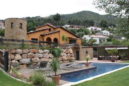 Encantadora Villa Mediterránea en Barcelona área - Ca n'Ermengol